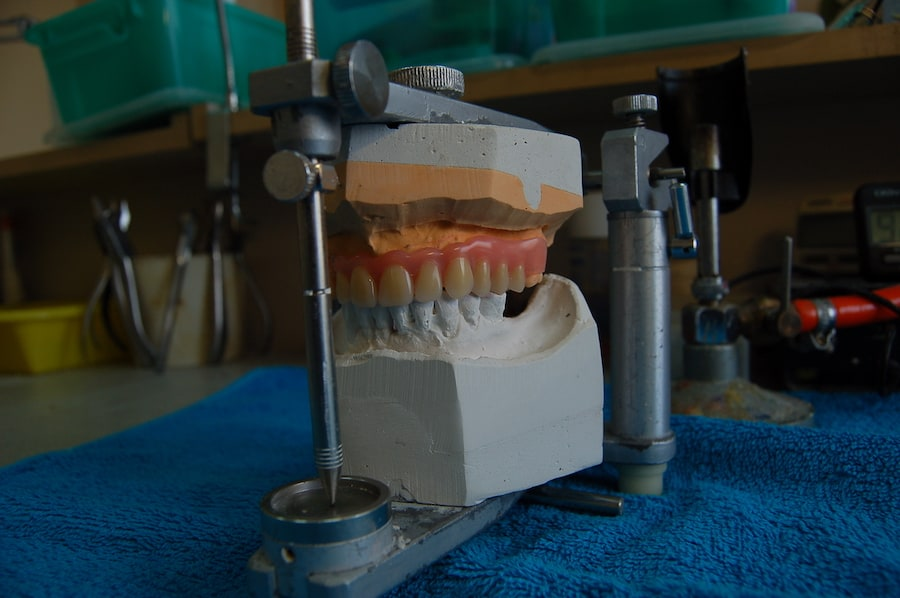 Naprawa protezy zębowej elastycznej